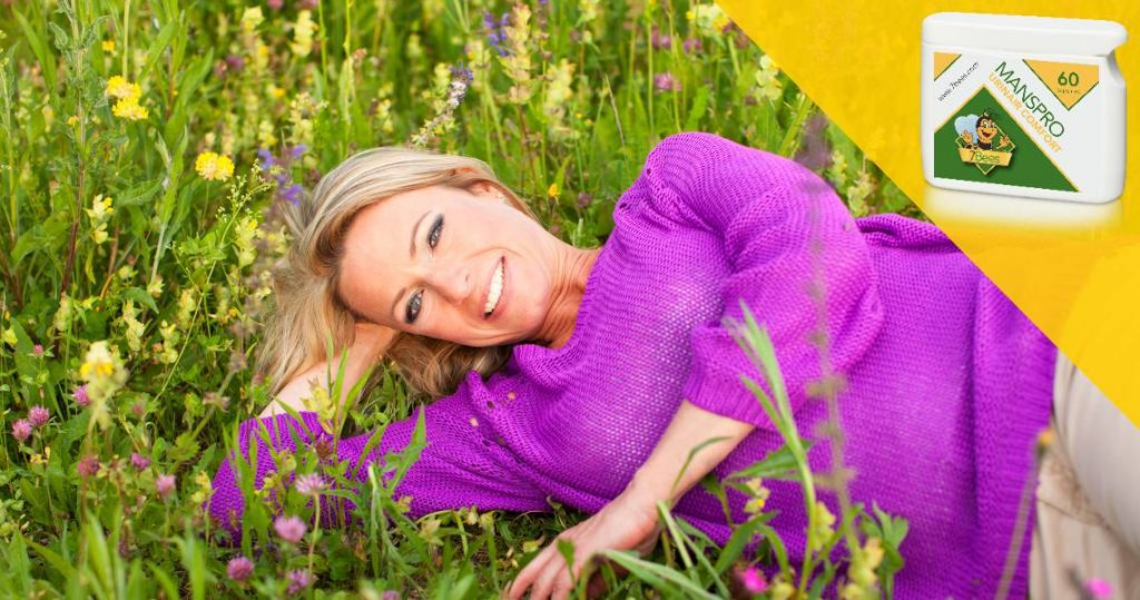 opvliegers-menopauze-vrouw-in-veld-menox-xtra-blog